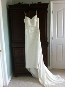 Venus Wedding gown Kingston Kingston Area image 3