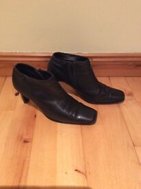 Smart Italian leather ankle boots