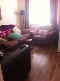 Single room available, professional, clean and on Lisburn Rd.