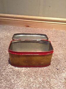Old Metal tin (unlabeled and no date) Kitchener / Waterloo Kitchener Area image 3