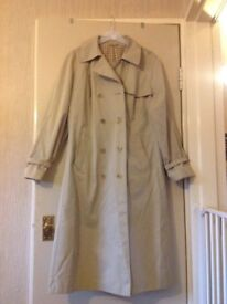 Ladies Dannimac Trenchcoat / mac
