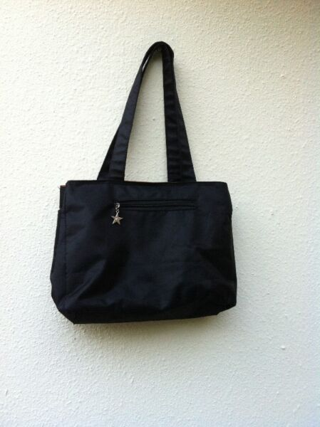 Black shoulder bag. Dimension 30 x 20 x 10cm