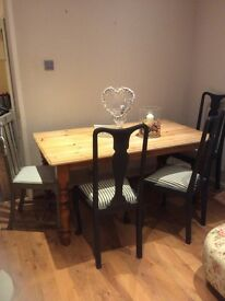 Lovely large solid pine table and 4 shabby chic chairs