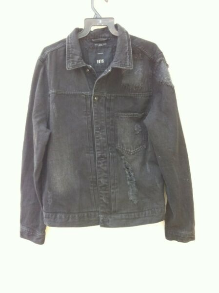 Authentic Zara 1975 denim jacket. Used only  occasionally and in good condition. Size is US XL