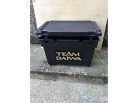 TEAM DIAWA SEAT/fishing box