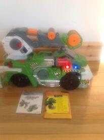 Truck/dinosaur transformer