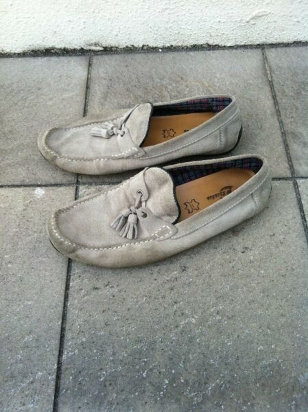 Bata Grey leather casual shoes, seldom use and in good condition. Size US 7 1/2, UK 7