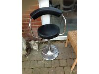 Gas lift stool