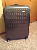 Hard sided Samsonite suitcase with spinner wheels