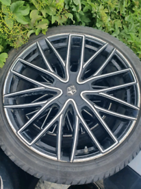 Tyres and Alloys 265/40/R22 of Jaguar F Pace