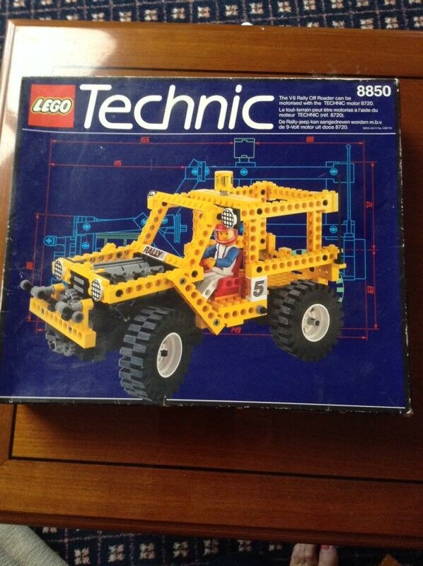 LEGO Technic V6 Rally Off Roader