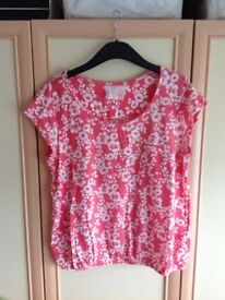 Ladies Next Size 16 peach and white flowery top