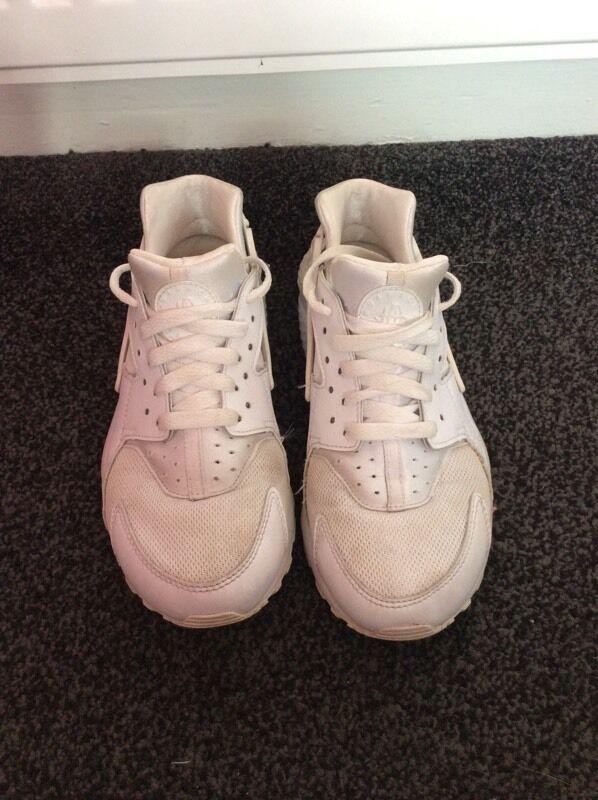 Nike huarachesin Elderslie, RenfrewshireGumtree - Womens white Nike huaraches U.K. size 5.5 would fit a 5, for pick up only