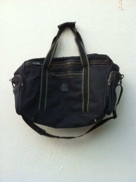 Praxite made in Italy travel bag. In good condition.