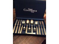 Beautiful cutlery set in presentation box new