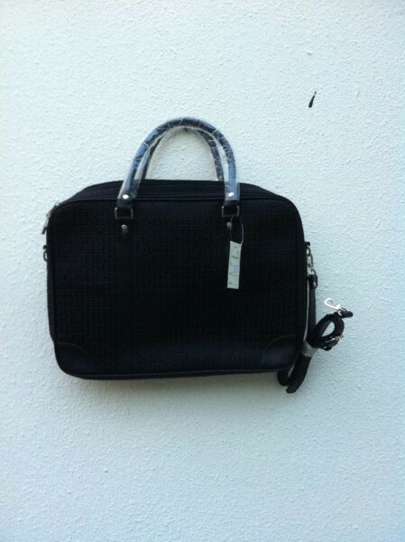 Brand new lady portfolio carry bag. Dimension 40 x 30 x 8cm.