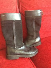 Gorgeous Black leather/gortex winter boots from Clarks – size 12.5
