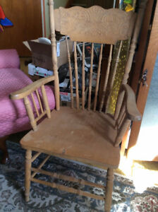 Chaise capitaine pressback antique