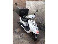 63 PLATE YAMAHA VITY 125CC WITH BRAND NEW PIZZA BOX AND RACK. (PIZZA DELIVERY, UBER, DELIVEROO)
