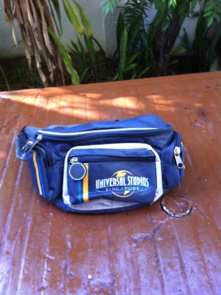 Universal Studios Singapore waist pouch. In good condition.