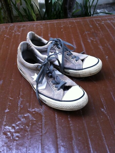 Converse All Star shoes Size 8. In good condition.