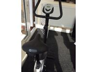 Dynamic exercise bike