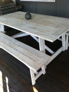 Outdoor table and bench seats  Little Mountain Caloundra Area Preview