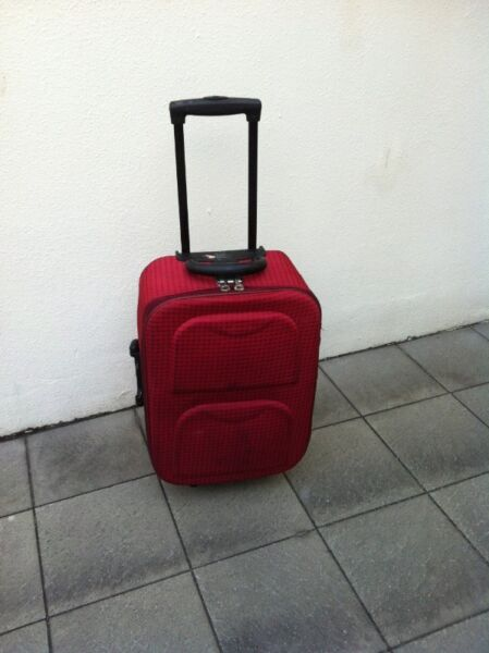 Carlo Polo 22 inches cabin travel luggage. Dimension excluding wheels is 56 x 25 x 18cm.