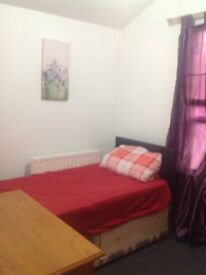 Big single room for rent in clean house all bills included please call Raz 07722557199