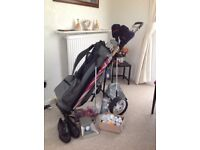 Golfing equipment. Donnay pro golf set with extras.