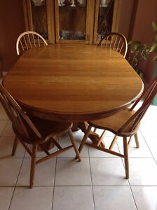 Table w/ 2 leafs and 4 chairs-solid oak