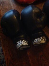 Sparing gloves and head gaurd