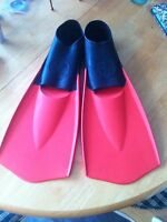 Like New Red/Black Swim Fins and TYR Catalyst Hand Paddles