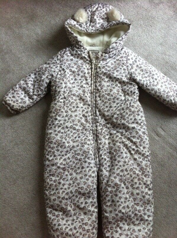 Baby clothes 6 items- bundle -only £ 10