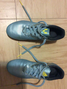 ADIDAS MESSI soccer cleats for Boys Size 5 EXCELLENT CONDITION