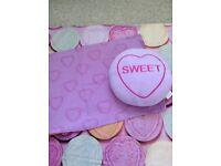 Love Hearts single bed set and cushion