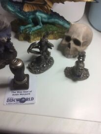 Dragons and skull Collectors pieces - Terry Pratchett Discworld