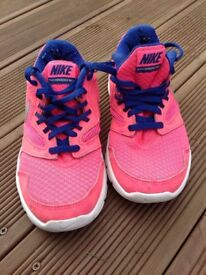 Nike flex experience running shoes size 3