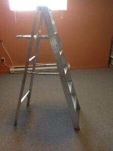 Escabeau en aluminium 5 pieds
