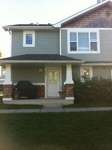 SHERWOOD PARK TOWNHOUSE W/ GARAGE (LARGE BREED DOG FRIENDLY)