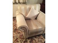 Excellent settee and 1 Chair