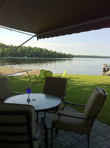 """Summer at the Lake in """"Cottage on Wheels""""  Calabogie OMG View!"""