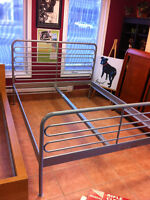 Queen size metal bed set