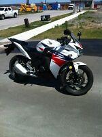 2014 Honda CBR 125R Low Kms!!