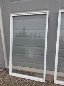 Single Pane Window and Matching Screens