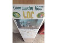 4 packets of unopened laminate flooring plus underly