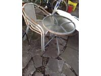 biestro table x2 chairs
