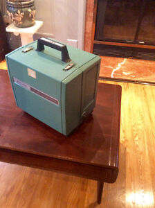 Bell&Howell 16MM audio filmsound & projector speaker with câbles Cornwall Ontario image 1