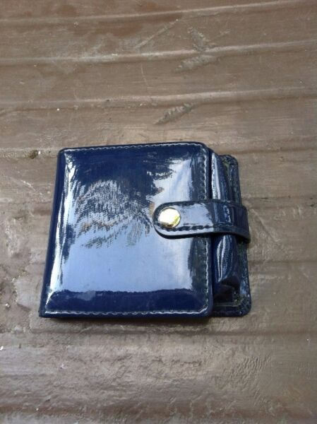 Cosmetic pouch with mirror. Dimension 10 x 9 x 2cm.