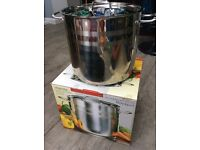 As new, 15 litre stockpot. Stainless steel.